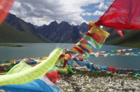 prayer-flags-lake-mountains